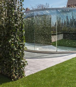 Dan Graham's Hedge Two-Way Mirror Walkabout (Metropolitan Museum of Art, 2014)