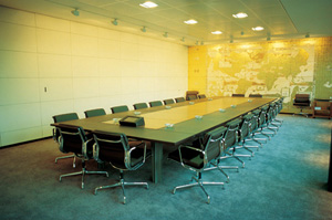 Jacqueline Hassink's The Meeting Table of the Board of Directors of Nestlé (Winkleman gallery, 1994)
