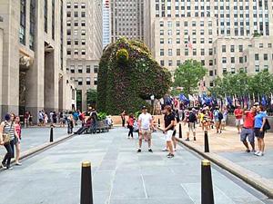 Jeff Koons's Split-Rocker (photo by John Haber, Rockefeller Center, 2000-2014)