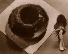Meret Oppenheim's Le Déjeuner en Fourrure (photo by Man Ray, 1936)